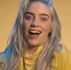 La cantante Billie Eilish sin su sonrisa alineada
