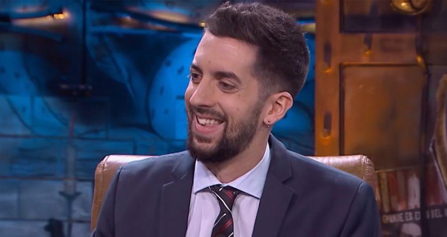 El presentador de televisión David Broncano sonriendo