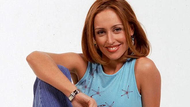 Emma García sonriendo de joven