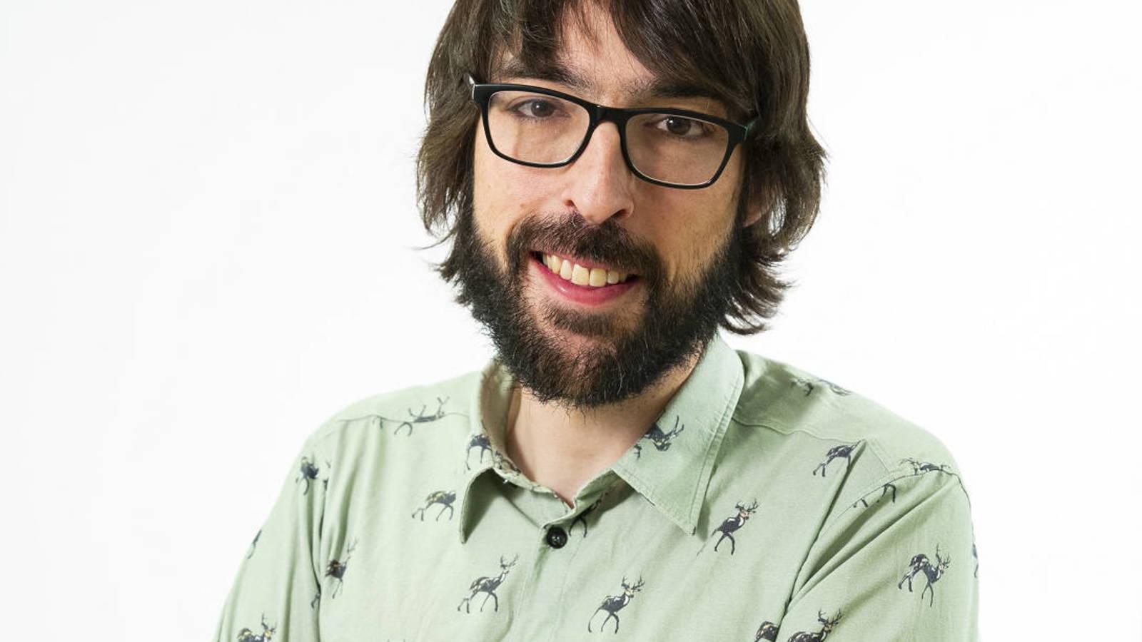 El presentador Quique Peinado sonriendo