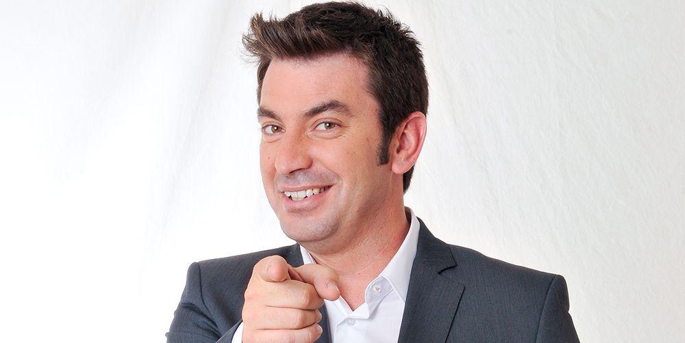 Arturo Valls sonriendo en un photocall