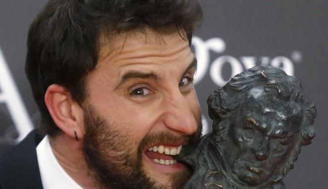 Dani Rovira con un Goya