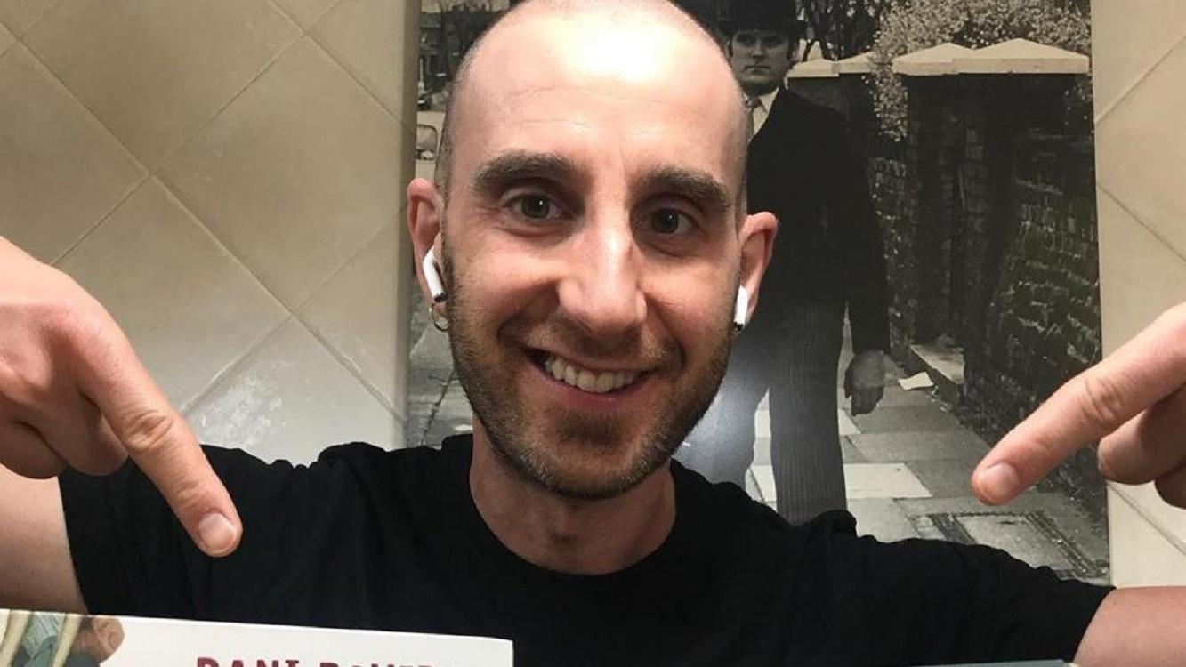 Dani Rovira sonriendo tras superar el cáncer