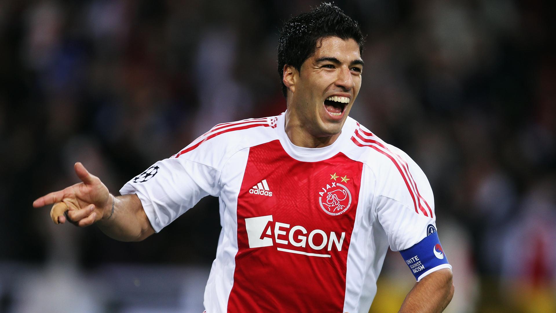 Luis Suárez celebrando un gol con el Ajax