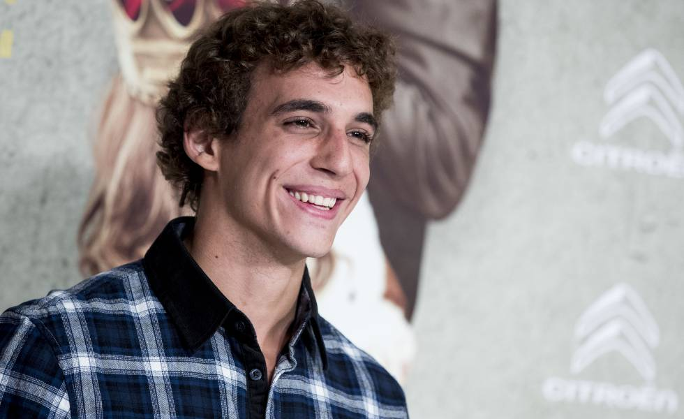 Miguel Herrán Invisalign sonrisa sonriendo